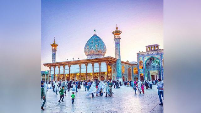 Menengok Masjid Shah Cheragh di Iran yang Berhiaskan Kilauan 'Berlian' (41460)
