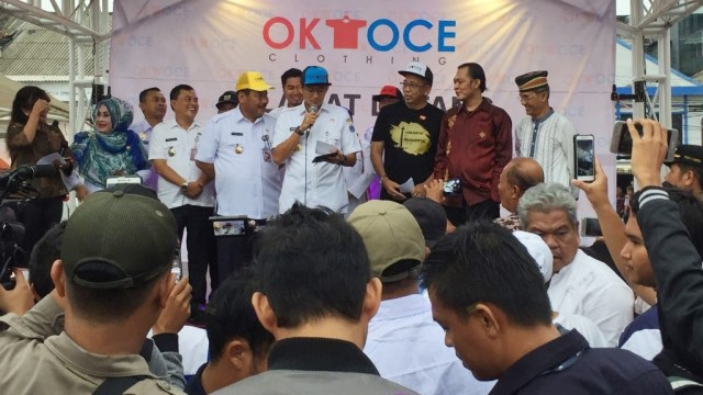 Sandi di peresmian OK OCE Clothing
