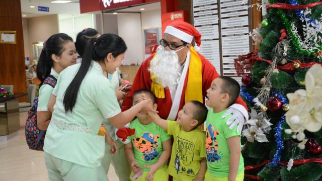 Sinterklas dan pengunjung RS Siloam