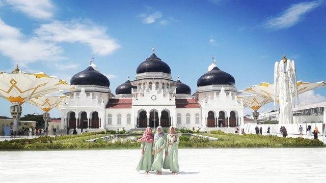Hasil gambar untuk 4. Masjid Baiturrahman
