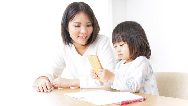 Ilustrasi Anak dan Ibu