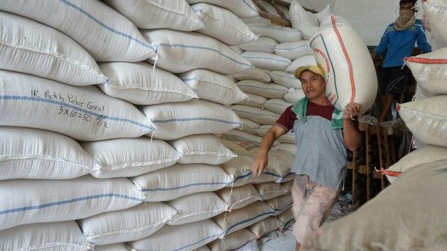 Beras Vietnam Rembes ke Pasar Rugikan Pedagang dan Petani, Siapa Importirnya? (78515)