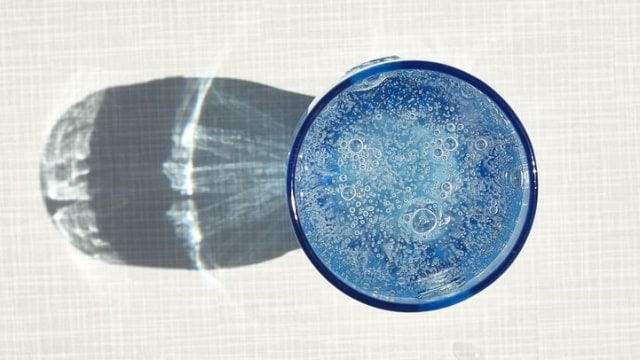 Merendam Wajah dengan Air Berkarbonasi Dapat Membuat Kulit Lebih Cerah (354136)