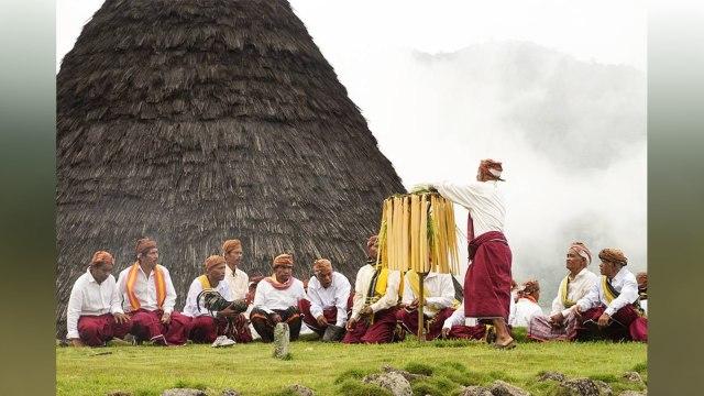 Ritual Penti, Cara Penduduk Lokal Wae Rebo Sambut Tahun Baru (286469)