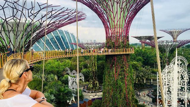 Ilustrasi traveling sendirian di Singapura