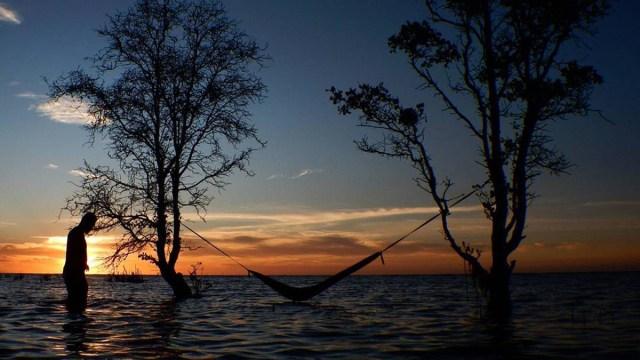 Senja di Pulau Tunda, Banten