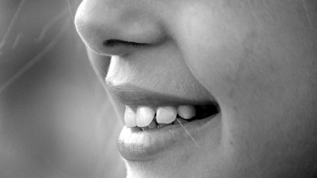 Efek Buruk Pakai Tusuk Gigi, Kerusakan Gusi hingga Bau Nafas (62682)