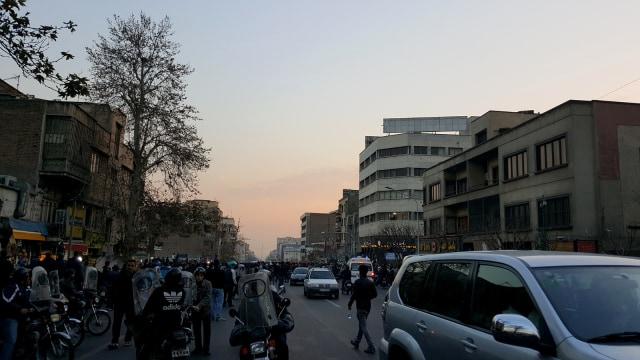 Korban Tewas dalam Aksi Anti-Pemerintahan di Iran Menjadi 12 Orang (10493)