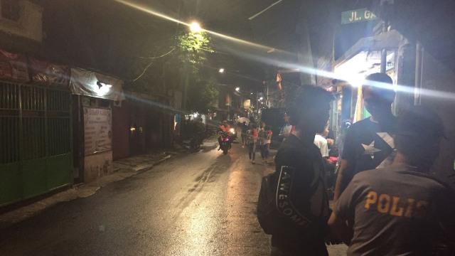 Polisi Masih Berjaga di Lokasi Tawuran Johar Baru (27790)