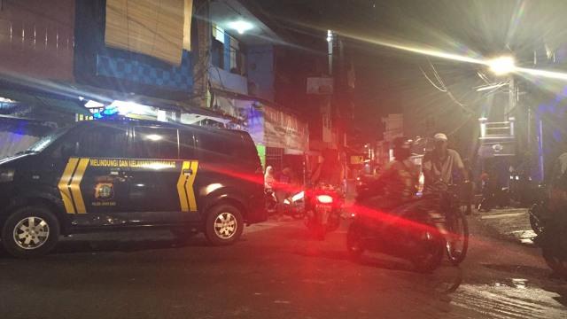 Polisi Masih Berjaga di Lokasi Tawuran Johar Baru (27791)
