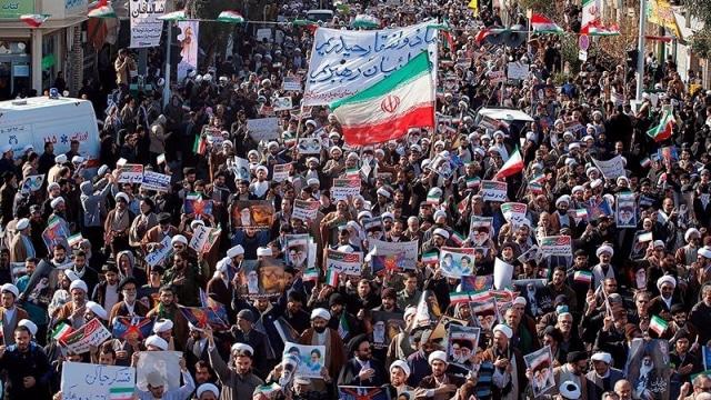 Ayatollah Khamenei dan Bayang Revolusi Iran (63362)