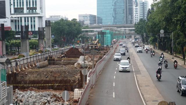 Rekayasa Lalin di Dukuh Atas Imbas Pemasangan Long Span LRT Jabodebek (208309)