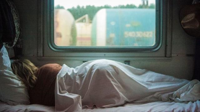 Ilustrasi tidur miring