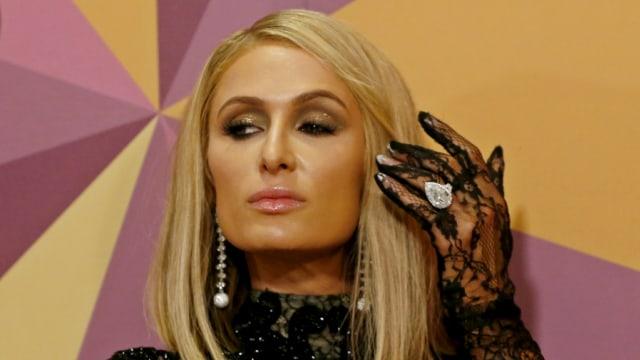 Mengaku Tak Pernah Operasi Plastik, Begini Cara Unik Paris Hilton Merawat Wajah (29452)