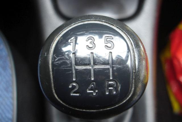 Hindari 5 Kesalahan yang Dianggap `Wajar` Para Pengendara Mobil Manual (808657)