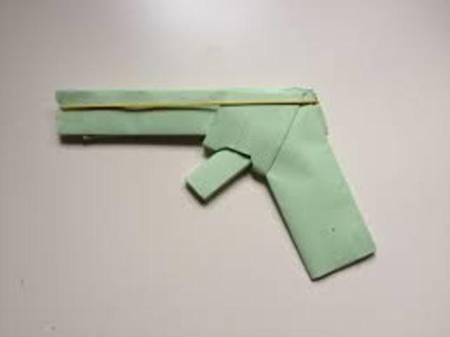 Pistol Kertas