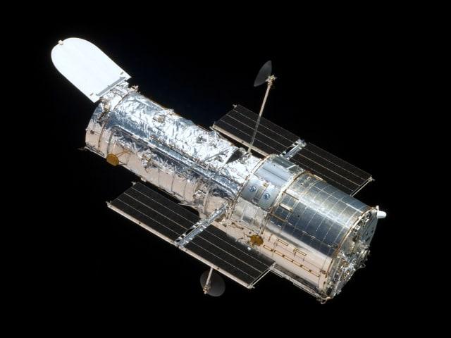 Teleskop Luar Angkasa Hubble (Not Cover)