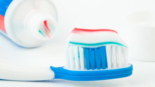 Ilustrasi gigi dan pasta