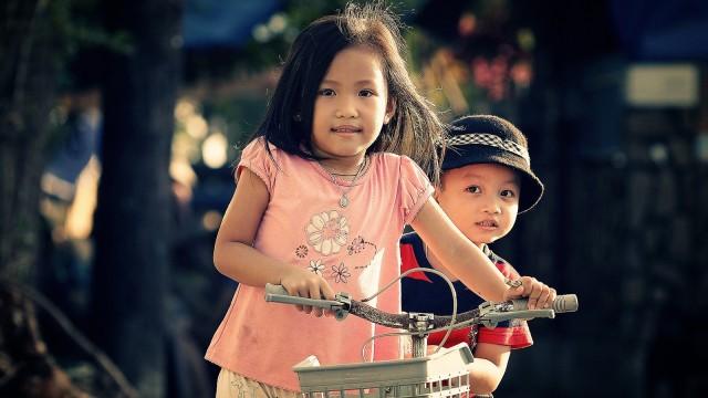 Anak main sepeda