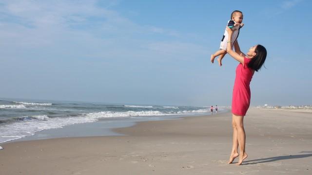 Anak dan ibu bahagia
