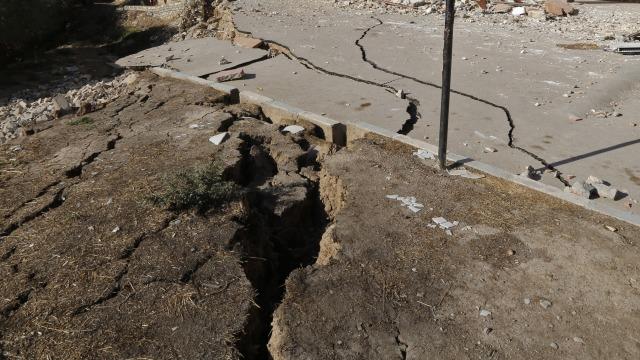 Teori dan Praktik Penanggulangan Bencana Gempa-Tsunami di Indonesia (76725)