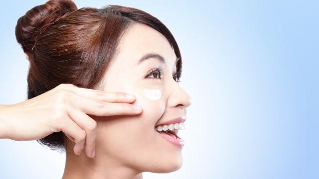 Makeup Sudah Mengandung SPF, Perlukah Oleskan Sunscreen Lagi? - kumparan.com
