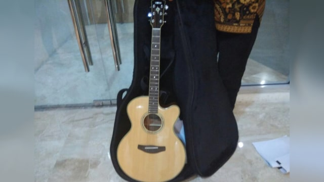 Kerap Dimainkan di Acara Istimewa, Gitar Menhub Dilelang Rp 500 Ribu (214967)