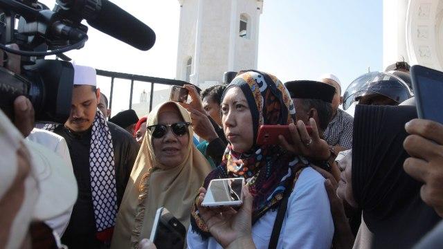 Istri AKBP Untung Sangaji Ikut Demo Dukung Suaminya (125466)