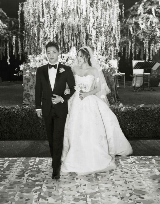 Taeyang dan Min Hyo Rin Rilis 2 Foto Resmi dari Pernikahan Mereka (325899)