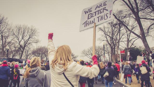 Ilustrasi kalangan milenial lakukan aksi protes