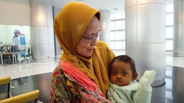 Penyerahan donasi untuk bayi Mishalova