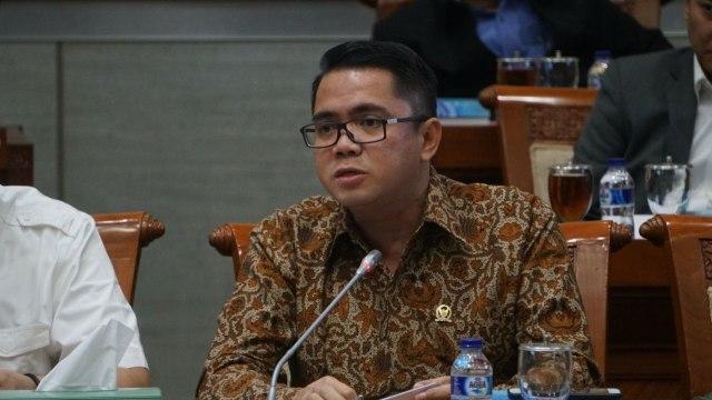 4 Kontroversi Arteria Dahlan: Prof Emil Sesat hingga Kemenag Bangsat (728083)