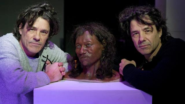 Tes DNA: Orang Inggris Modern Pertama Punya Kulit Gelap dan Mata Biru (23544)