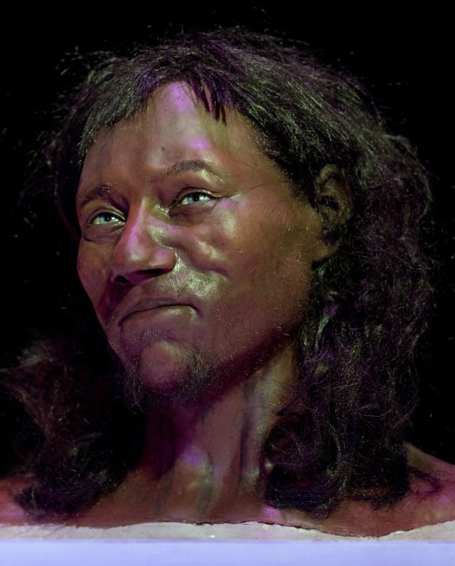 Tes DNA: Orang Inggris Modern Pertama Punya Kulit Gelap dan Mata Biru (23543)