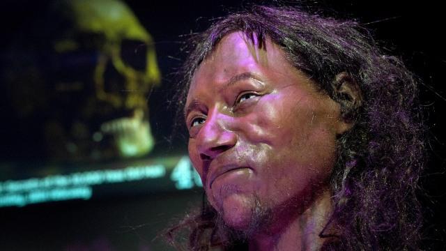 Tes DNA: Orang Inggris Modern Pertama Punya Kulit Gelap dan Mata Biru (23542)