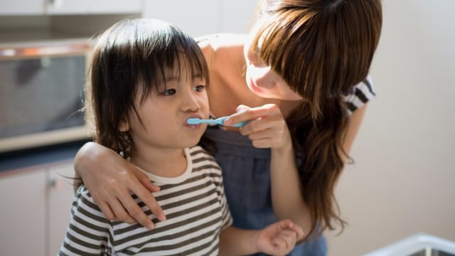 Ilustrasi menyikat gigi anak