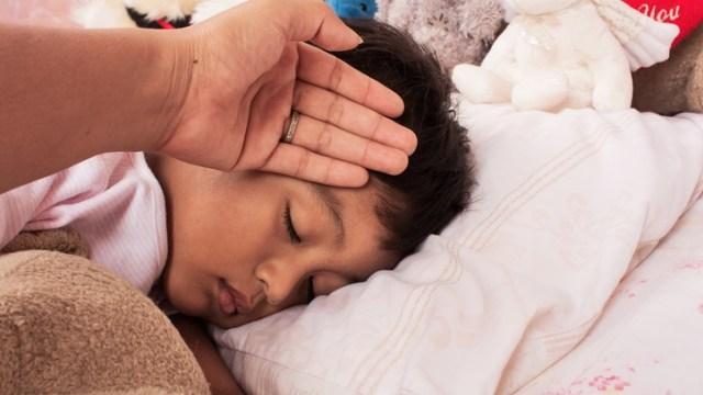 7 Hal yang Perlu Dilakukan Ketika Anak Sakit (329002)