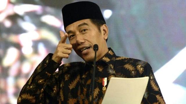 Jokowi: Siapa Suruh Makan Jalan Tol? Makan Aspal Nanti Sakit Perut (557009)
