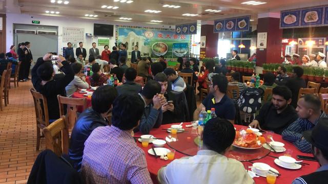 Pelajar di Xiamen University makan bersama