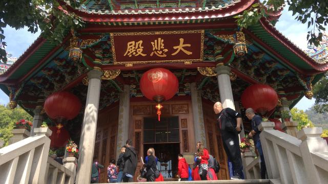 Suasana kuil saat perayaan Imlek