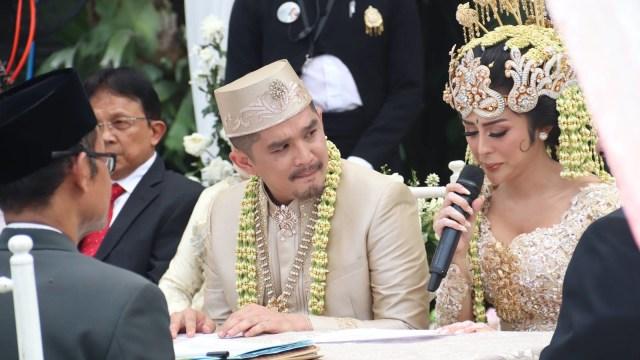 Penyanyi Dangdut Selvi Kitty Resmi Menikah (690580)