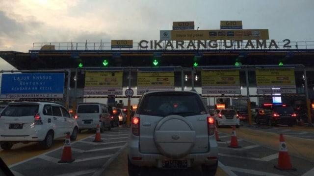 Macet di Tol Cikampek arah Jakarta