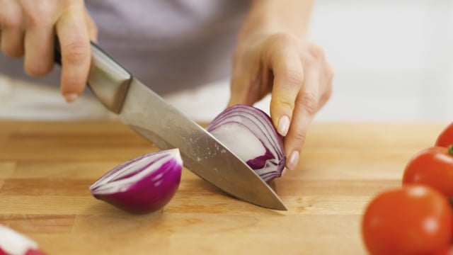 6 Tips Mengiris Bawang Merah agar Tidak Pedih di Mata (152374)