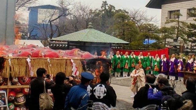 Daruma Kuyo di Kuil Nishi-Arai Daishi