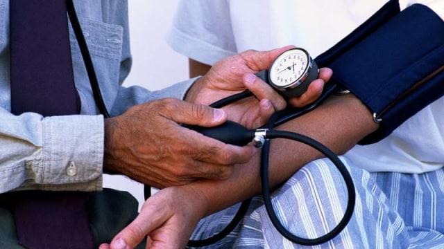 Pengecekan tekanan darah