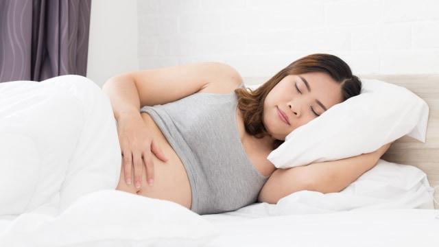 Ilustrasi ibu hamil tidur nyenyak