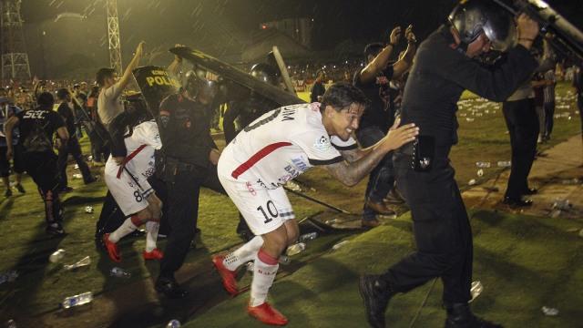 Ricuh Pertandingan PSM Makassar vs Bali United