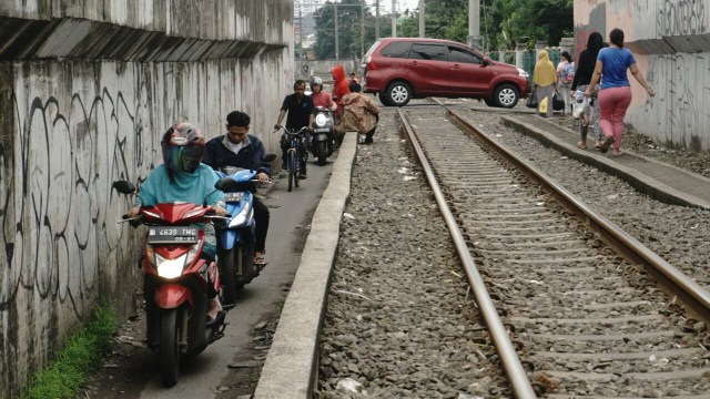 Antisipasi Mesin Mobil Mati Mendadak Ketika Lewat Rel Kereta (56919)