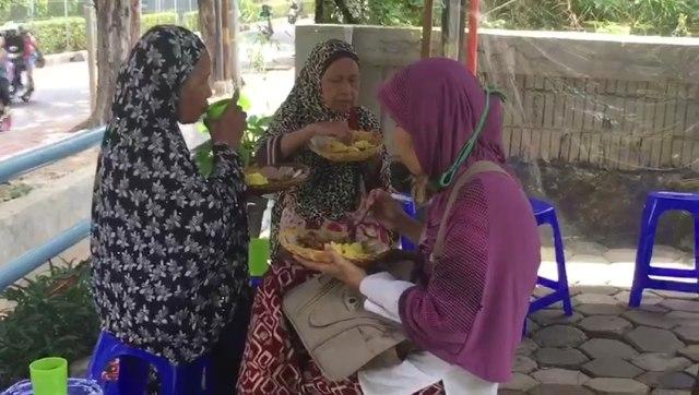 Podjok Halal, warung nasi murah untuk kaum Duafa