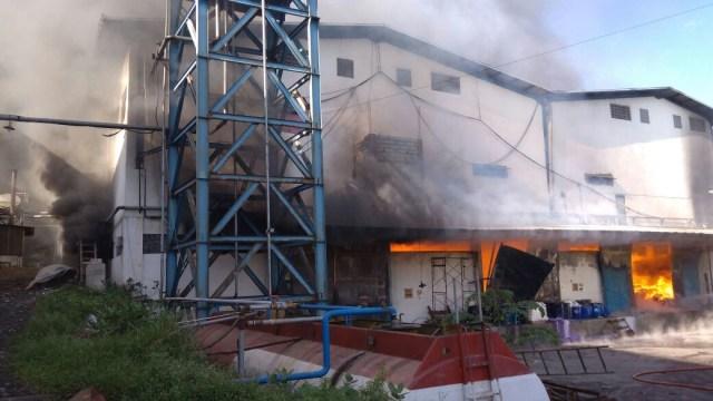 Gudang Pabrik Tekstil Di Pasuruan Terbakar Kumparan Com